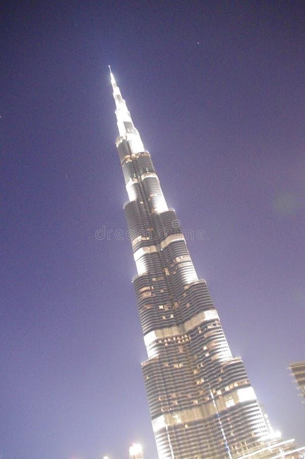 Inclinaison de Néerlandais Burj Khalifa la nuit photos stock