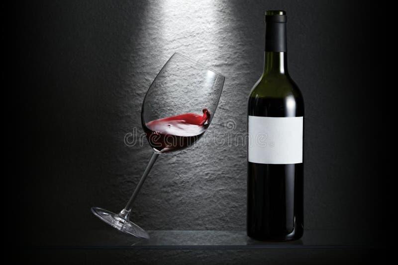Inclinazione del vetro di vino fotografia stock libera da diritti