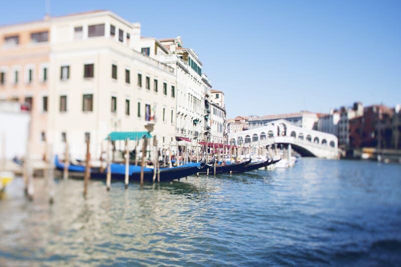 Inclinez la photo de décalage de la vue du pont de Realto à Venise avec le film E-F photo libre de droits