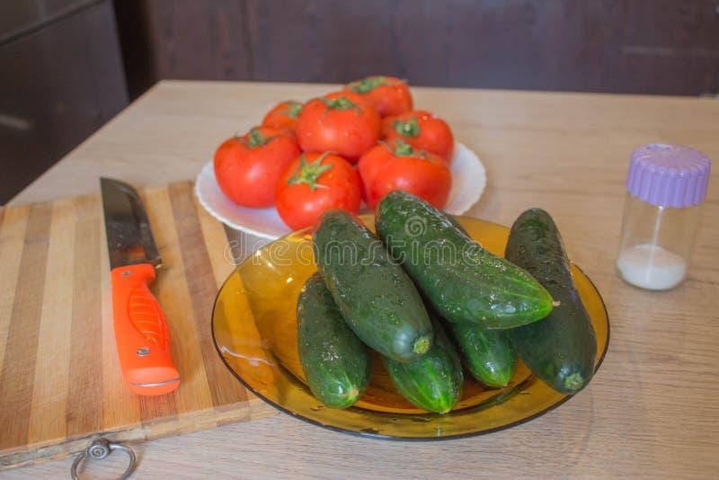 Incluya las verduras orgánicas frescas Producción vegetal orgánica Verduras de la granja org?nica del cultivador imagen de archivo libre de regalías