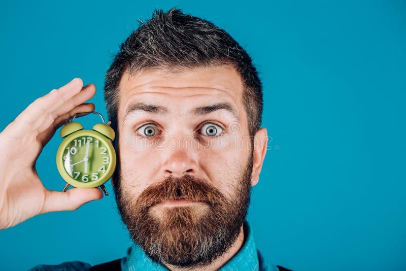 Inconformista caucásico brutal con el bigote Hombre brutal barbudo Inconformista maduro con la barba Hombre Varón con la barba So fotos de archivo