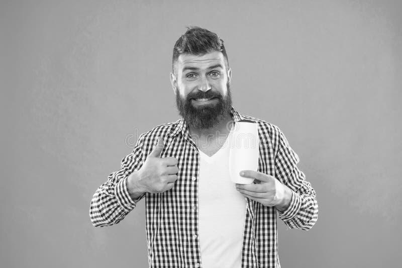 Inconformista cauc?sico brutal con el bigote Inconformista maduro con la barba Elegir el acondicionador del champ? y de pelo Homb fotos de archivo