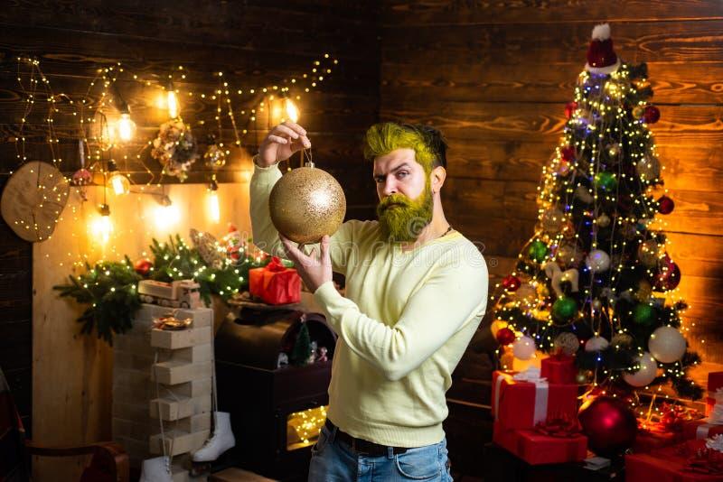 Inconformista Santa Claus Noche Vieja del hombre Feliz Navidad y buenas fiestas Retrato de Santa Claus madura brutal imágenes de archivo libres de regalías