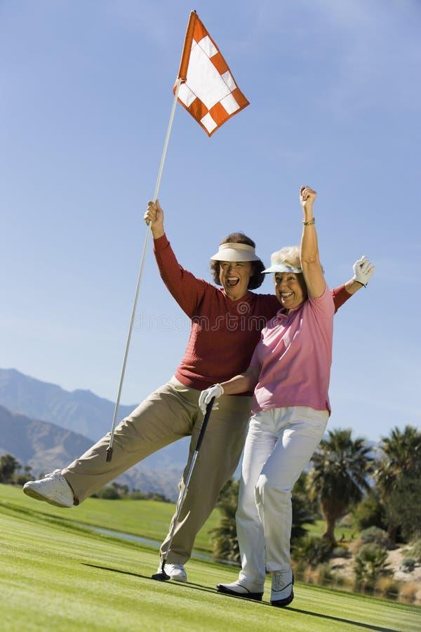 Incoraggiare femminile dei giocatori di golf immagine stock libera da diritti