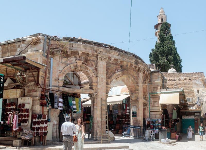 Incorporando o mercado de Suq Aftimos do mercado à rua de Muristan na cidade velha do Jerusalém, Israel imagem de stock royalty free