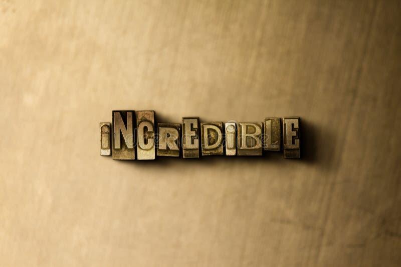 INCREÍBLE - el primer del vintage sucio compuso tipo de palabra en el contexto del metal imagenes de archivo