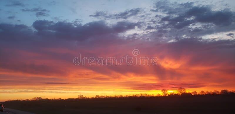 Incredibile Vibrant Morning Sky fotografie stock libere da diritti