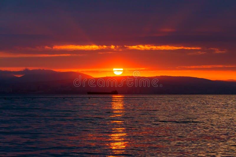 Incredibly härlig solnedgång i havet fantastisk seascape En ferie vid havet arkivbilder