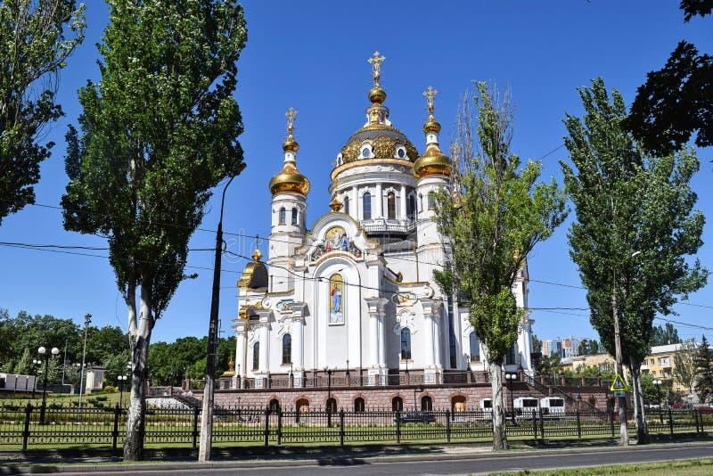 Download Incroci Ortodossi Sulle Cupole Dell'oro Immagine Stock - Immagine di storia, dorato: 117979767