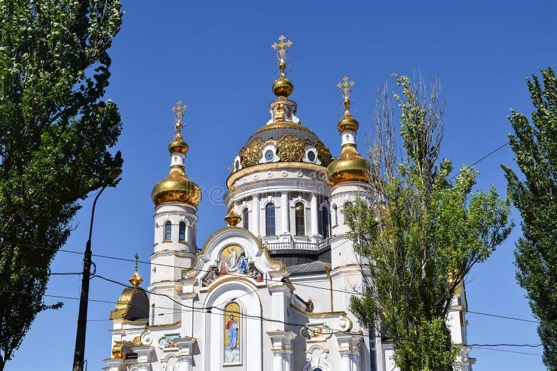 Download Incroci Ortodossi Sulle Cupole Dell'oro Fotografia Stock - Immagine di orientale, chiesa: 117979770