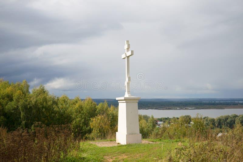 Incrocio commemorativo in memoria dei residenti morti di Galic nel periodo delle difficoltà (1609) sopra la montagna Baltschug, s fotografie stock