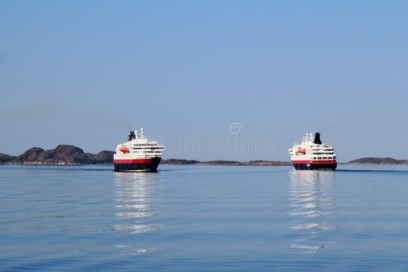 Incrocio di due Hurtigruten fotografia stock libera da diritti