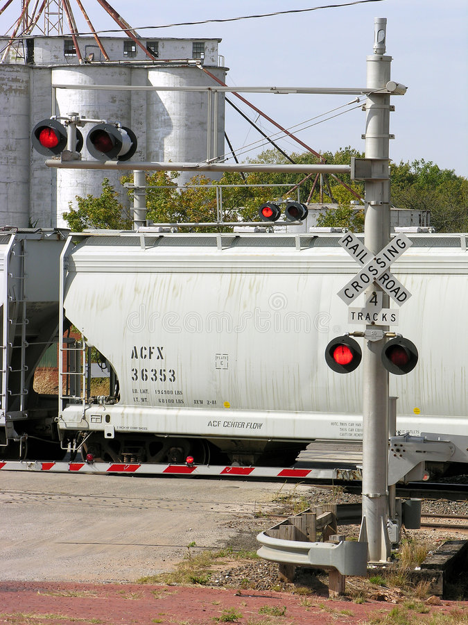 Incrocio di ferrovia della luce rossa immagini stock libere da diritti