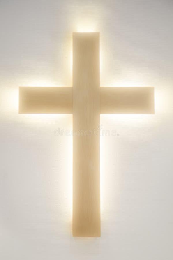 Incrocio di legno d'ardore di Cristian fotografie stock libere da diritti