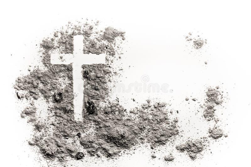 Incrocio o croce cristiano che assorbe cenere, polvere o sabbia immagini stock libere da diritti