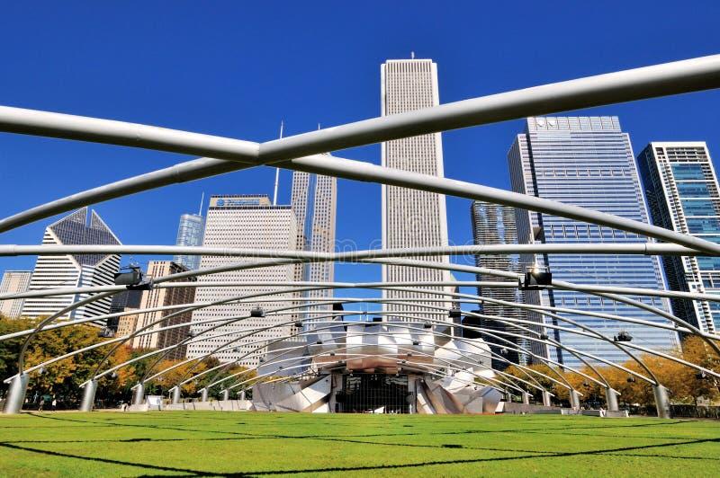Incurvi la struttura del padiglione di Pritzker del parco di millennio di Chicago fotografie stock