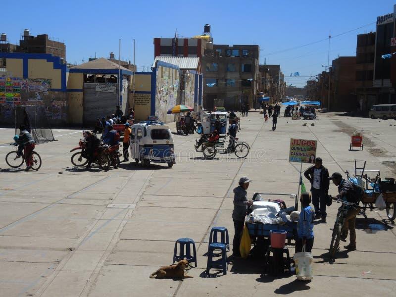 Indígenas en la calle, Juliaca, Perú fotografía de archivo libre de regalías