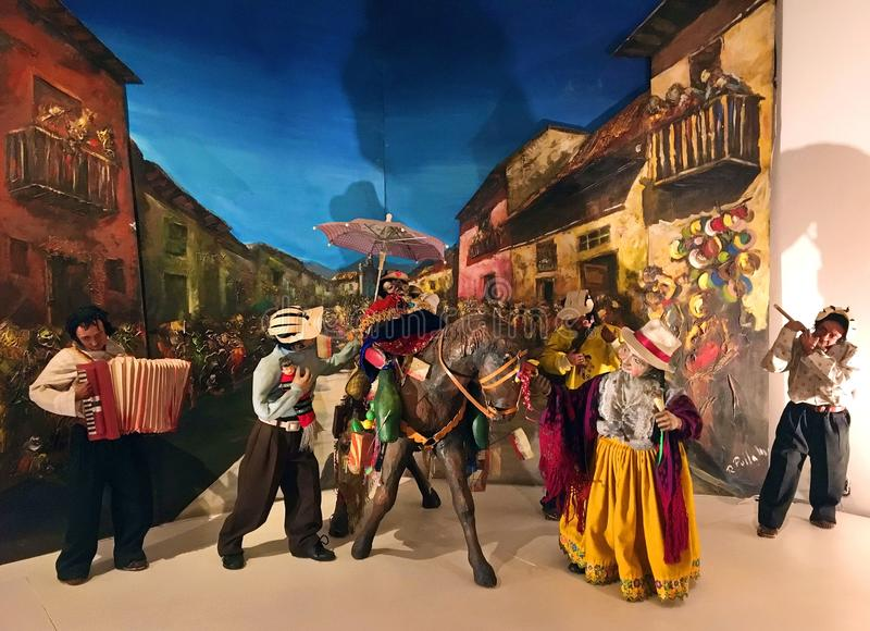 Indígenas que juegan música en el museo de Pumapungo en Cuenca, Ecuador fotos de archivo libres de regalías