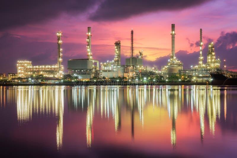 Indústria da refinaria de petróleo fotografia de stock royalty free