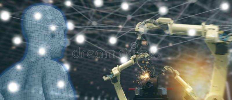 Indústria 4 de Iot 0 conceitos, coordenador industrial que usa o software aumentado, realidade virtual na tabuleta a monitorar a  foto de stock royalty free