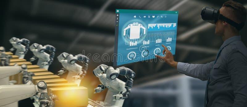 Indústria 4 de Iot 0 conceitos, coordenador industrial que usa vidros espertos com aumentado misturado com a tecnologia da realid imagem de stock