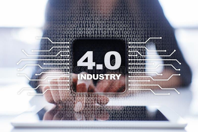 Indústria 4 IOT Internet das coisas Conceito esperto da fabricação imagem de stock