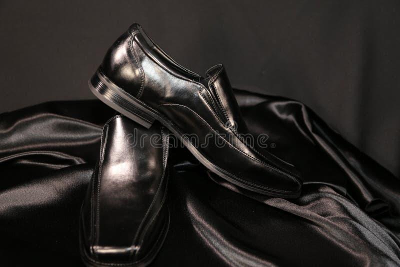 Indústria luxuosa das sapatas e de roupa da forma do Menswear foto de stock