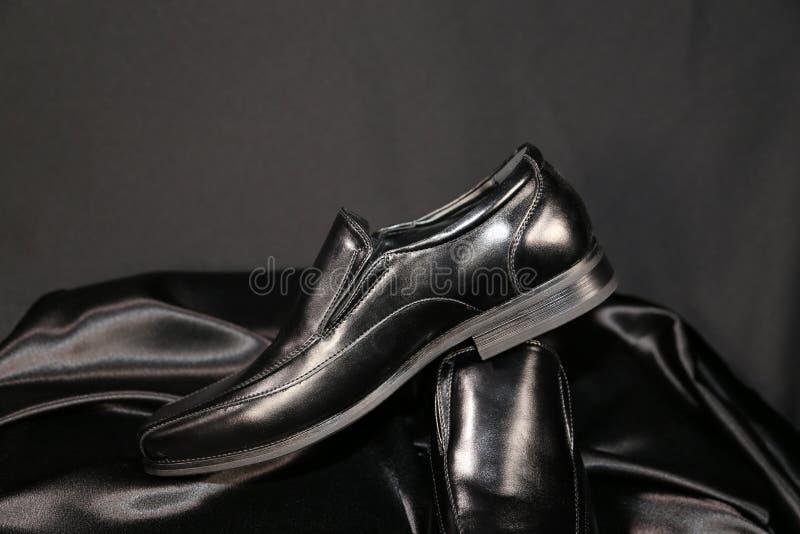 Indústria luxuosa das sapatas e de roupa da forma do Menswear imagem de stock royalty free