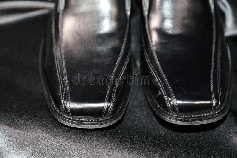 Indústria luxuosa das sapatas e de roupa da forma do Menswear fotografia de stock royalty free