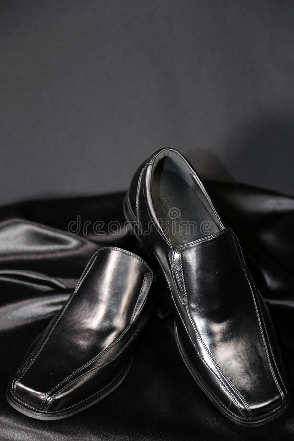 Indústria luxuosa das sapatas e de roupa da forma do Menswear imagens de stock royalty free
