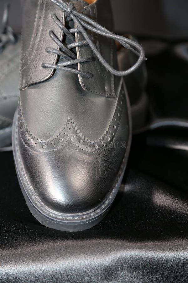 Indústria luxuosa das sapatas e de roupa da forma do Menswear fotos de stock royalty free