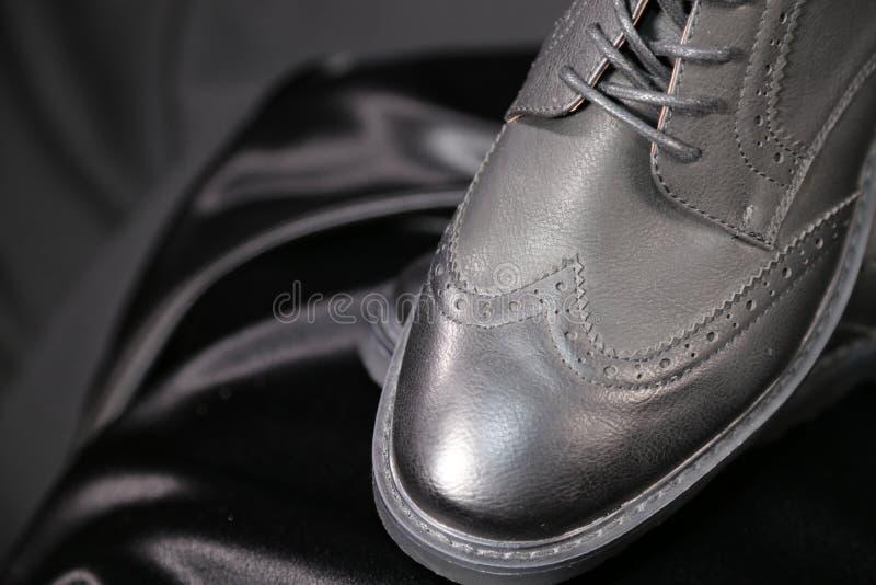 Indústria luxuosa das sapatas e de roupa da forma do Menswear fotos de stock