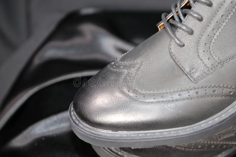 Indústria luxuosa das sapatas e de roupa da forma do Menswear imagens de stock