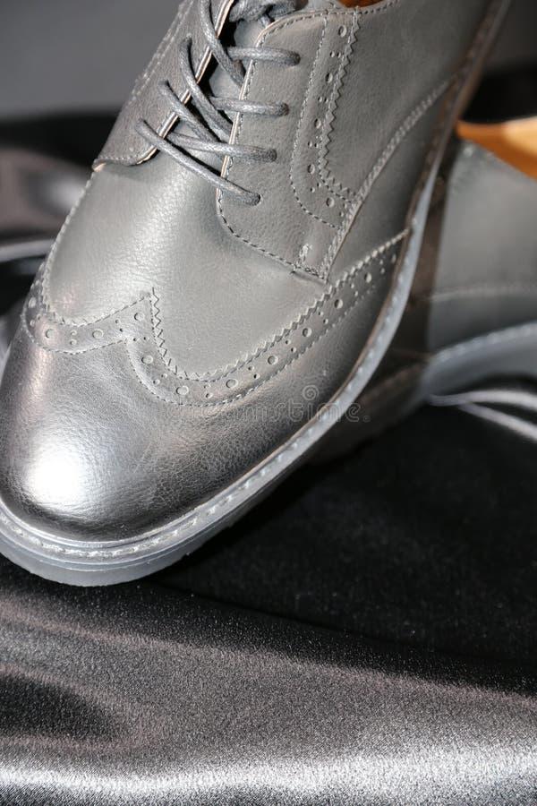Indústria luxuosa das sapatas e de roupa da forma do Menswear imagem de stock