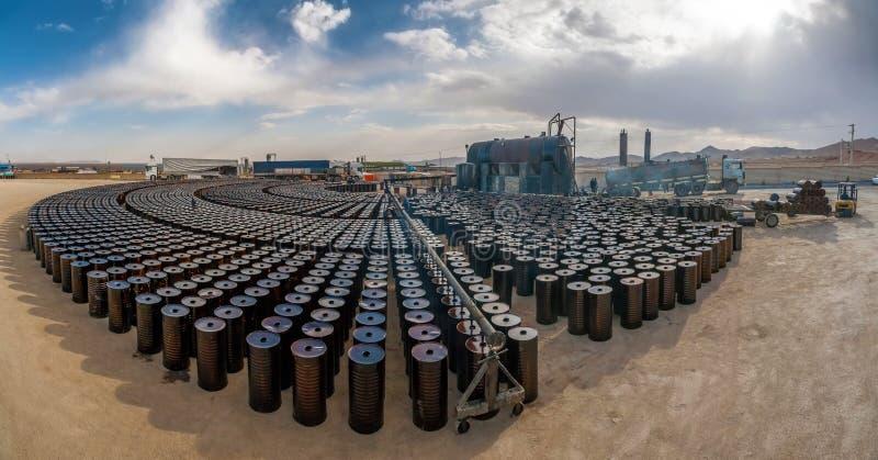 Indústria petroleira local em Irã imagens de stock royalty free