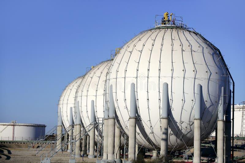 Indústria petroleira química grande do recipiente da gasolina do tanque fotografia de stock