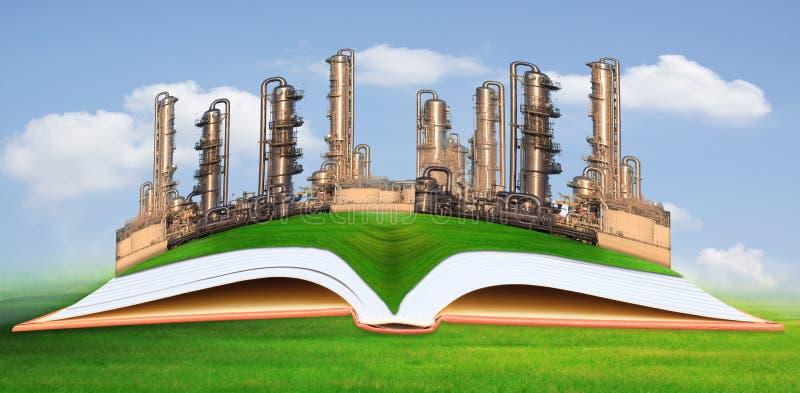 Indústria petroquímica ambiente do campo de grama verde no bom fotografia de stock