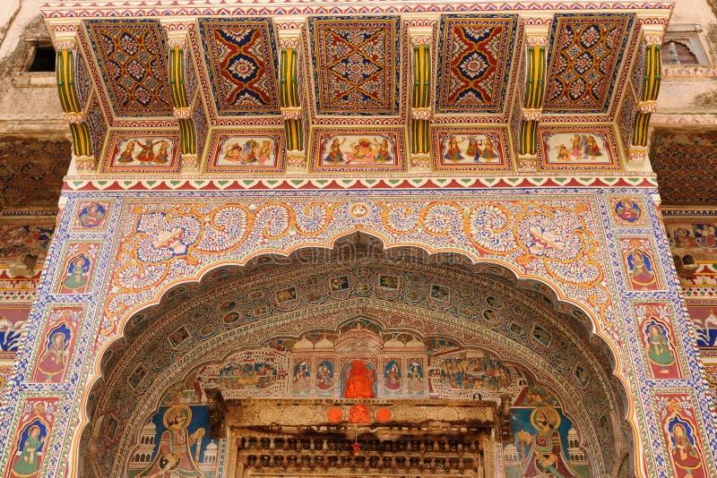 Inde, décoration sur le mur de Haveli image stock
