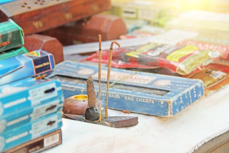 Inde, Goa 24 janvier 2018 Les brûlures d'encens sur le marché image stock