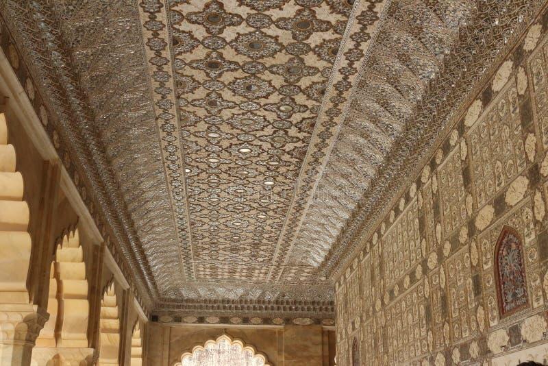 Inde - plafond décoré en ambre de fort, Inde photographie stock