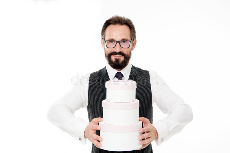 Indennità di offerta al vostro cliente L'usura convenzionale dell'uomo d'affari barbuto dell'uomo tiene il mucchio del fondo di b fotografia stock