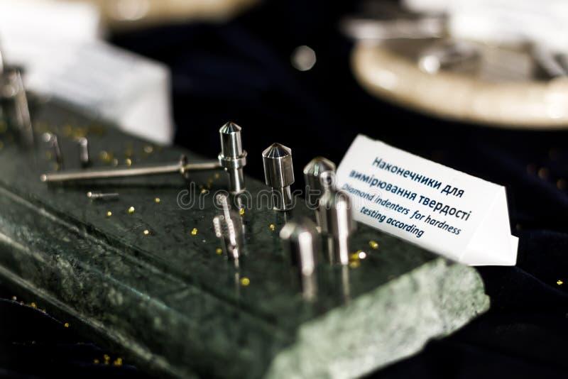 Indenters do diamante para a concessão dos testes de dureza foto de stock