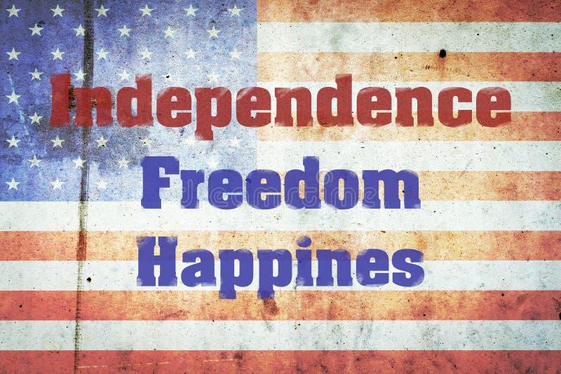Independência, liberdade, felicidade, uma inscrição no fundo de bandeiras dos E.U. em um muro de cimento Dia da Independ?ncia Am? foto de stock royalty free
