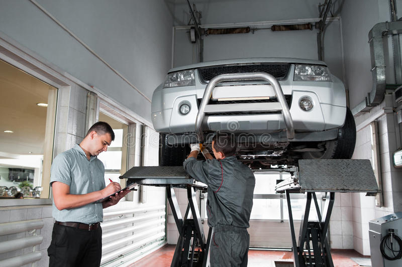 Independent expert notes car problems, inspection royalty free stock photography
