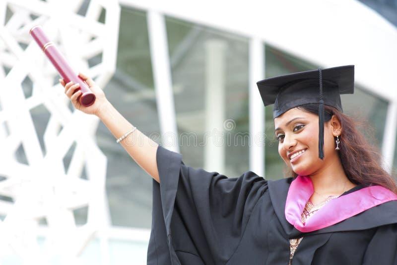Indiër in een graduatietoga stock afbeelding