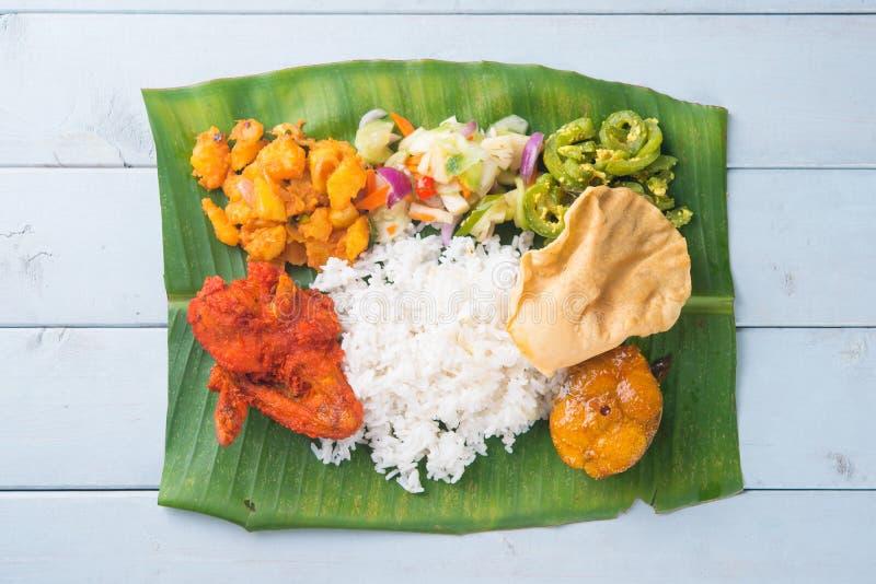 Indiańscy bananowi liści ryż na stole zdjęcie stock