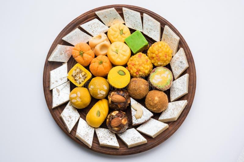 Indiańscy cukierki dla diwali festiwalu lub ślubu, selekcyjna ostrość zdjęcie stock