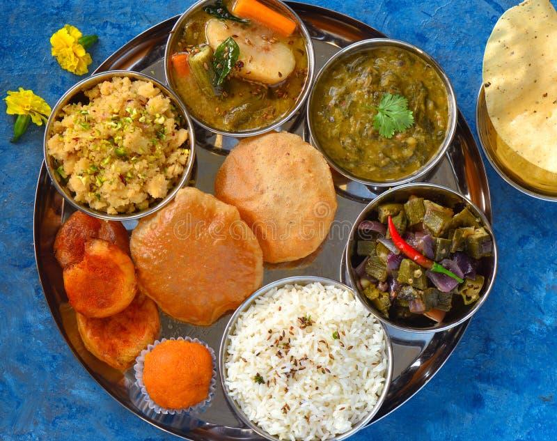 Indiańscy karmowi Jarscy thaali posiłki zdjęcie royalty free