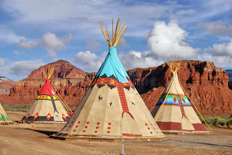 Indiańscy namioty dekorujący z ornamentami obraz royalty free