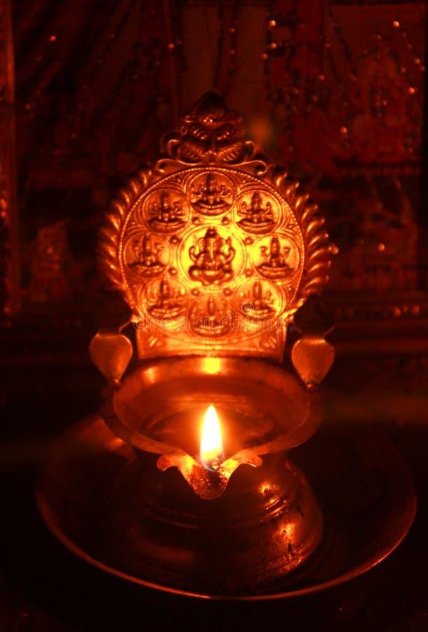 Indiańska świątynna religijna mosiężna święta lampa fotografia stock